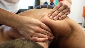 массаж позвоночника привел к операции