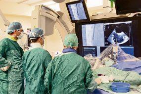 Один из 21-го в мире: Эльдару в сердце имплантировали чип